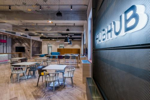 Coworking Desk - HubHub Budapest - Serviced Office - Budapest