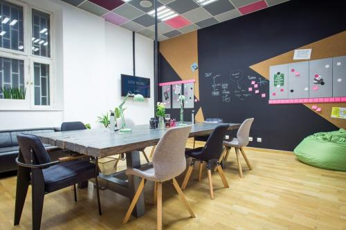 Coworking Desk - New Work Anker Business Center - Serviced Office - Budapest