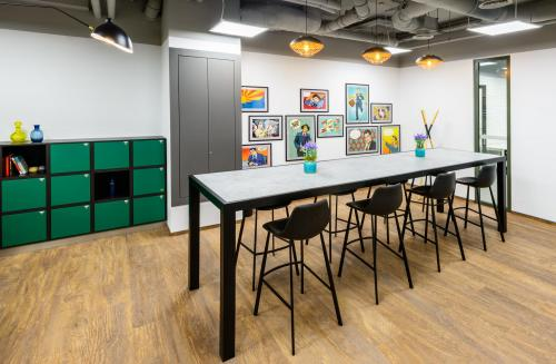 Coworking Desk - Regus Solec Office - Serviced Office - Warsaw